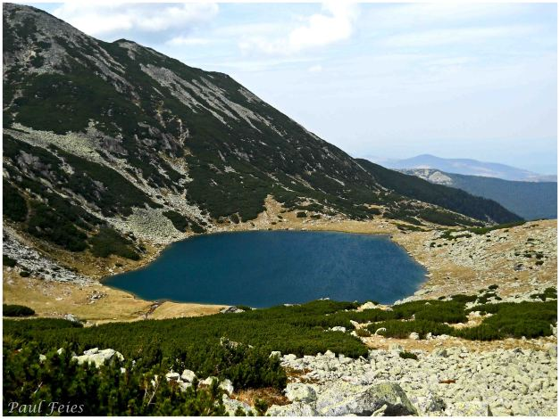 lac sus aproape